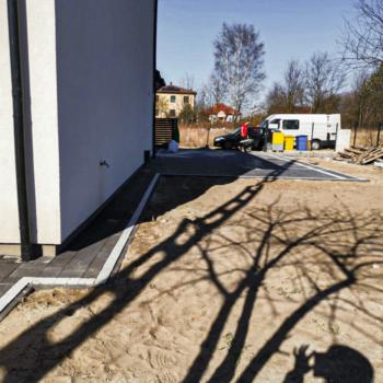 Opaska dookoła domu z kostki Vestone Grado i Polbruk Ideo