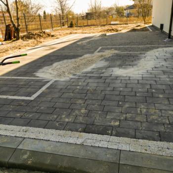 Plac, Parking przy domowy z kostki Vestone Grado i Polbruk Ideo